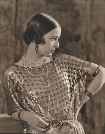 Edward Steichen, Mrs. Paul Abbott, Vanity Fair, February , 1924, reproduced with permission of Joanna T. Steichen, gift of Richard and Jackie Hollander