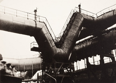 Else Thalemann, Untitled (From the series Industrie Ruhrgebiet), c. 1925, gelatin silver print, The Marjorie and Leonard Vernon Collection, gift of The Annenberg Foundation, acquired from Carol Vernon and Robert Turbin, © Else Thalemann Estate