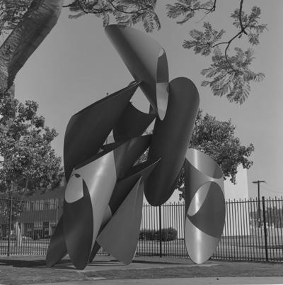 B. Gerald Cantor  Sculpture Garden, 1975. Photo © Museum Associates/LACMA, photographic archives