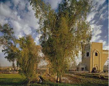 Simon Norfollk, The North Gate of Baghdad, 2003, Cibachrome print, 40 x 50 in., Ralph M. Parsons Fund, M.2004.246.  © Simon Norfolk.