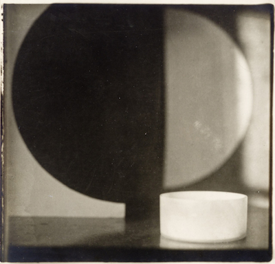 Jaroslav Rössler, Still Life with Small Bowl, 1923, The Marjorie and Leonard Vernon Collection, gift of the Annenberg Foundation and gift of Carol Vernon and Robert Turbin